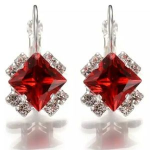 🎀Stunning 925 Crystal Cube Earings